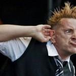 Экс-солист Sex Pistols почти ослеп
