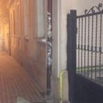 Помощник Михайлишина провалился в яму на улице Русской в Черновцах