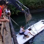 Экскурсионный автобус упал в водный канал в Турции: есть погибшие, среди них — дети