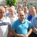 Как перевозчики пикетировали городской совет в Черновцах. Требуют разрешить повысить проезд в маршрутках