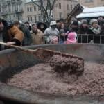 Съели шесть тысяч халявных пончиков и тонну углу!