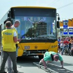 Ивано-франковский силач потянул одновременно три троллейбуса!