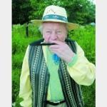 80-летний Иван Шимбра обшивает священников и женщин