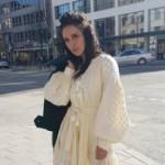 Джамала прогулялась Стокгольмом в красивом платье-вышиванке