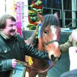 С фестиваля – на коне